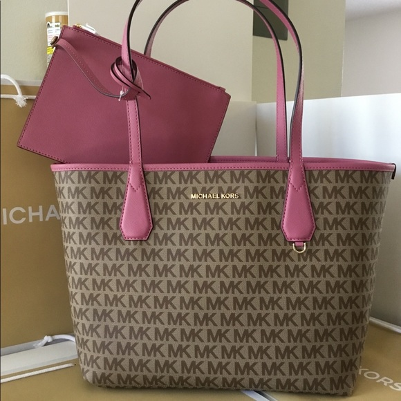 baac206b35c9 🌷Authentic Michael Kors Candy Reversible Tote